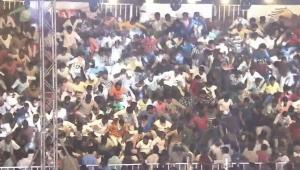 Arquibancada com 2 mil espectadores desaba na Índia deixando 60 feridos