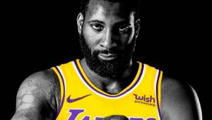 O jogador de basquete Andre Drummond com camiseta do Lakers