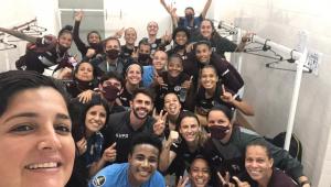 Jogadoras da Ferroviária comemorando vitória na Libertadores Feminina