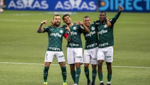 jogadores do Palmeiras comemoram vitória contra o São Caetano, no Paulistão
