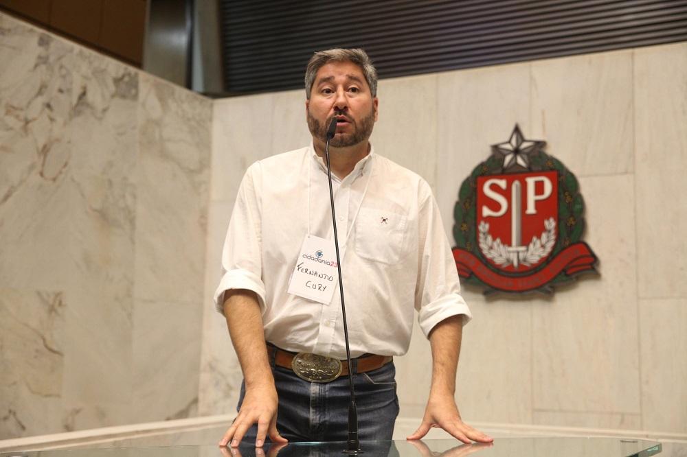 O deputado Fernando Cury discursa no plenário da Alesp