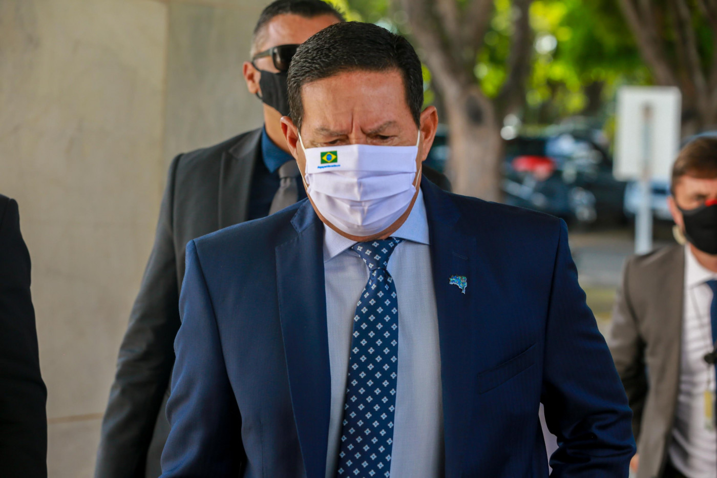 O vice-presidente Hamilton Mourão chegando no Palácio do Alvorada