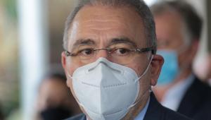 Marcelo Queiroga usando máscara durante coletiva de imprensa