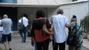 Movimentação de pacientes no Hospital São Paulo na zona Sul de São Paulo (SP), que enfrenta superlotação