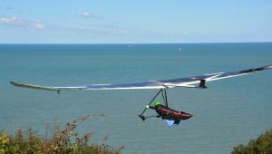 Polícia investiga relato de assédio de turista durante voo de asa delta no litoral de SP