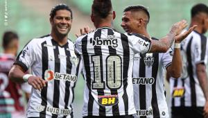 Hulk e Vargas durante partida do Atlético-MG no Campeonato Mineiro