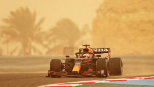 Max Verstappen durante tempestade de areia no Bahrein