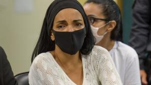 Deputada federal Flordelis utiliza máscara durante audiência no Fórum de Niterói