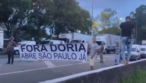 Caminhoneiros manifestam contra Fase Vermelha em SP