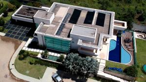 Mansão comprada por Flávio Bolsonaro