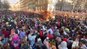Carnaval de rua ilegal em Marselha, na França, atrai 6.500 pessoas em meio à pandemia do novo coronavírus