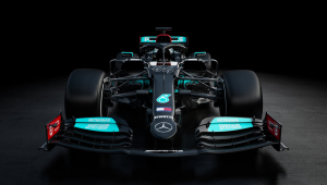 Mercedes apresenta carro para temporada 2021 com cor preta; confira