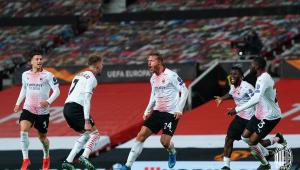 Jogadores do Milan comemoram empate com o United