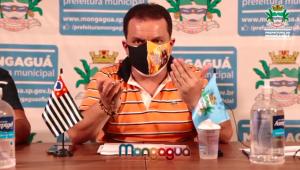 Prefeito de Mongaguá chora em livre ao lembrar morte de familiares por Covid-19