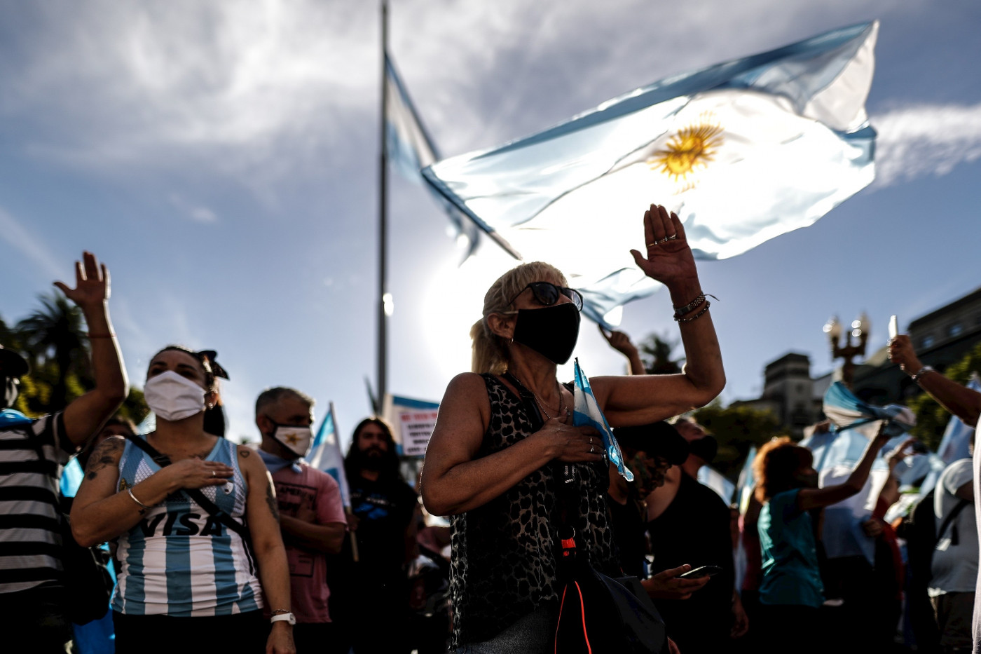 Manifestantes protestam contra vacinação VIP na Argentina