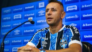 Rafinha foi apresentado como novo reforço do Grêmio