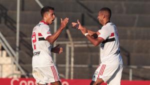 Jogadores do São Paulo comemorando Gol