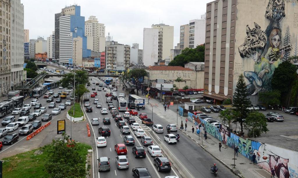 Governo de SP anuncia fase de transição e autoriza cultos e abertura de comércio – Jovem Pan