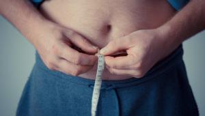 A obesidade tem múltiplas causas, como predisposição genética, alterações hormonais, distúrbios psicológicos, sedentarismo e maus hábitos alimentares