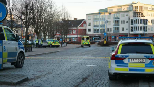 Ao menos 8 pessoas são esfaqueadas em ataque terrorista na Suécia