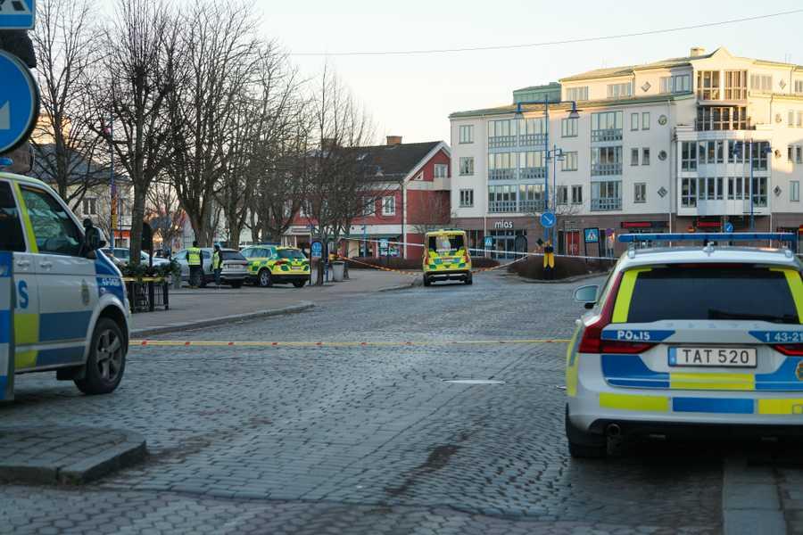 Carros de polícia cercam local que foi alvo de um ataque terrorista na Suécia