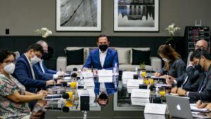 O governador João Doria durante reunião com empresas para o fornecimento adicional de oxigênio