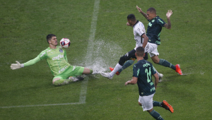 Em jogo movimentado e com muita chuva, Corinthians e Palmeiras empatam pelo Paulistão
