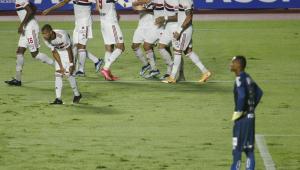 Jogadores do São Paulo comemoram gol contra o Santos