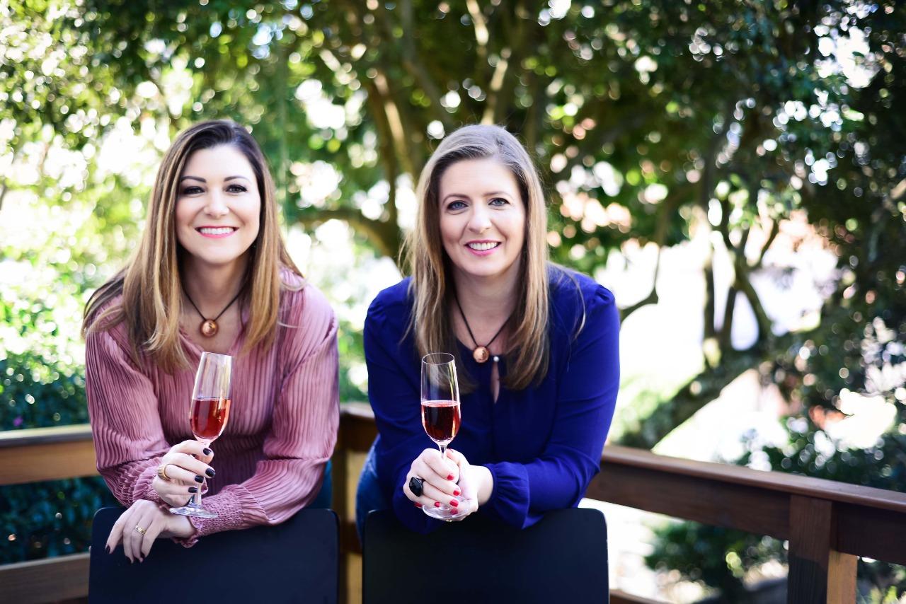 A enóloga Juciane Casagrande (esq.) e a sommelière Andreia Gentilini Milan (dir.) criaram a Amitié em 2018; com novos investimentos, empreendedoras projetam elevar a produção para 300 mil garrafas neste ano