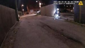 Vídeo mostra policial atirando em menino de 13 anos em Chicago, nos Estados Unidos
