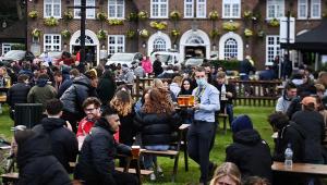 Pub ao ar livre no Reino Unido