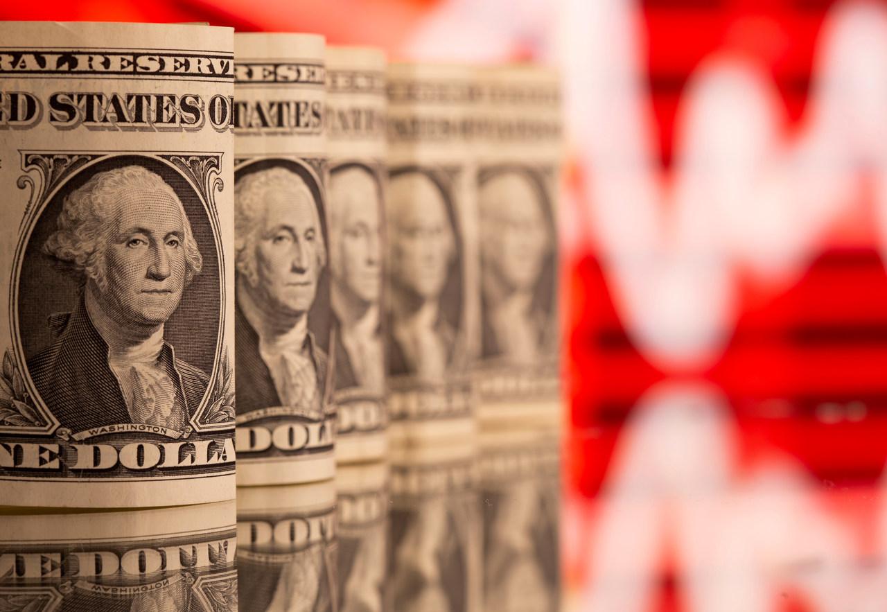 Dólar volta a cair, mas a alta acumulada nos últimos dias deve fazer a moeda norte-americana fechar a semana com valorização ante o real