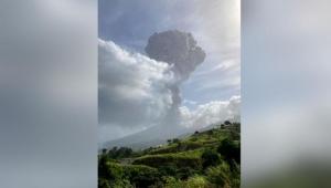 Vulcão entra em erupção na ilha caribenha de Saint Vincent