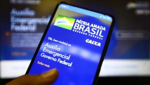 Beneficiários poderão usar o Pix para transferir valores do auxílio emergencial a partir de 30 de abril