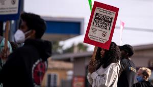 Manifestantes pedem justiça pela morte de George Floyd
