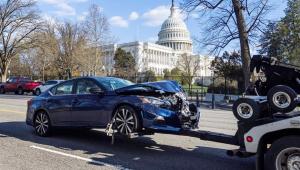 Homem avança carro contra barricada do Capitólio dos Estados Unidos