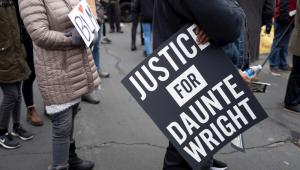 Manifestantes protestam contra a morte de Daunte Wright