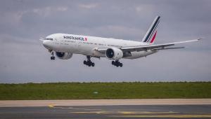Avião da Air France decola no Aeroporto de Roissy, nos arredores de Paris