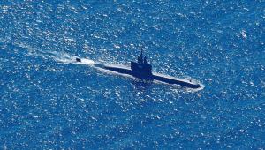 Submarino KRI Alugoro busca o submarino KRI Nanggala, que desapareceu na quarta-feira, 21