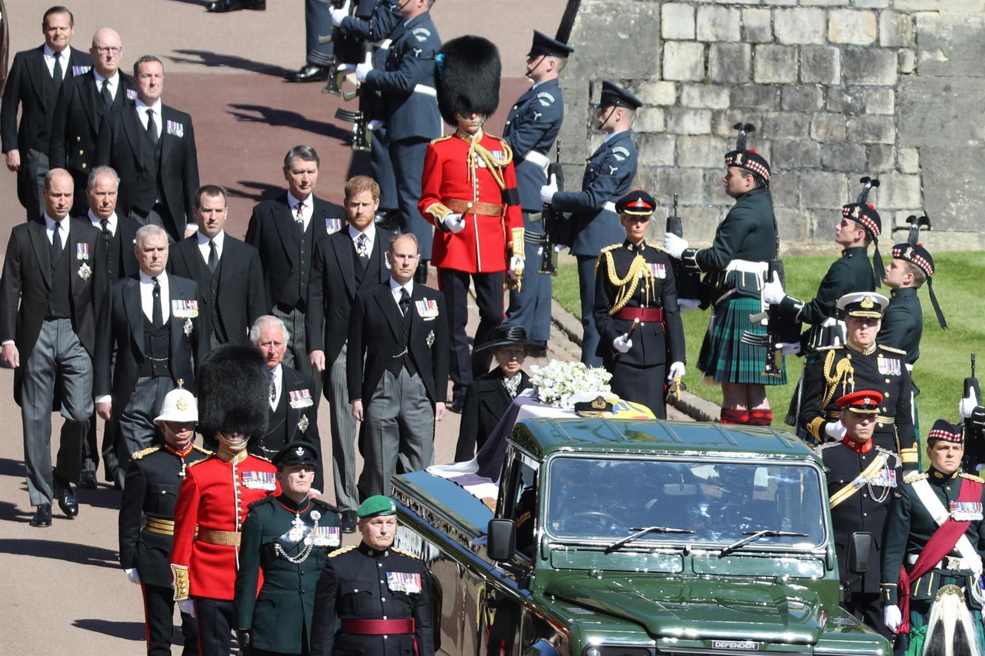 Corpo do Príncipe Philip é velado na Capela de São Jorge