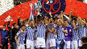 Jogadores do Real Sociedad comemoram vitória na Copa do Rei da Espanha