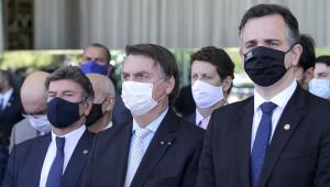 Luiz Fux, Jair Bolsonaro e Rodrigo Pacheco aparecem lado a lado no Palácio do Alvorada