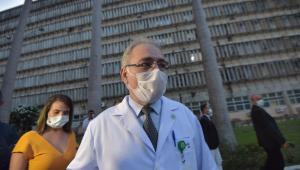 O ministro da saúde Marcelo Queiroga é visto durante visita ao hospital universitário Romulo Wanderley na cidade de João Pessoa