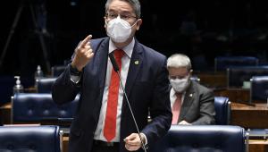 À bancada, em pronunciamento, senador Alessandro Vieira (Cidadania-SE
