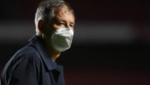 Ariel Holan pediu demissão do Santos