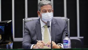 Lira diz que reforma administrativa deve ser aprovada primeiro: 'Dará rumo para a economia'