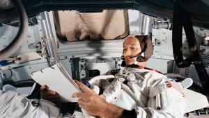 Foto divulgada pela NASA mostra Michael Collins praticando em um simulador no Kennedy Space Center em junho de 1969