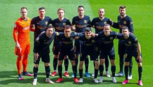 Time do Barcelona posa para foto antes de partida pelo Campeonato Espanhol