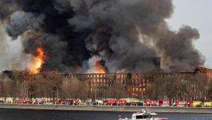 Fábrica de tecidos pega fogo em São Petersburgo