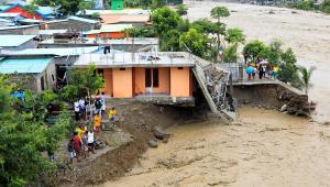 Ciclone atinge Indonésia e causa pelo menos 70 mortes